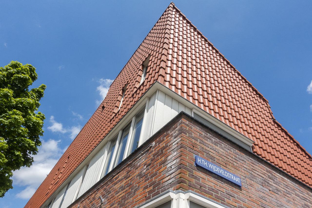 Hoek van de H.Th. Wijdeveldstraat.