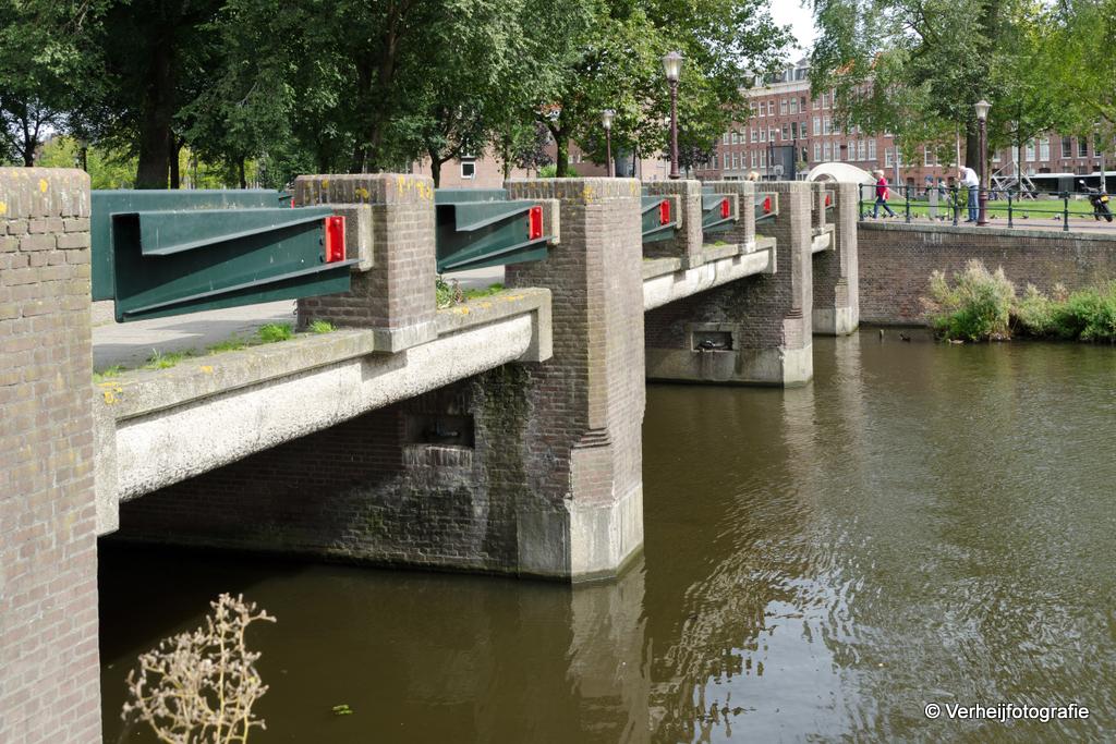 de huidige variant van brug 150